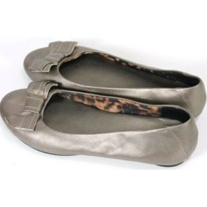 Clarks Bendables Womens Flat Loafers Size 8 Bronze